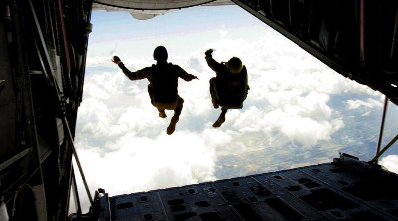 Uçaklarda Paraşüt Var mıdır?