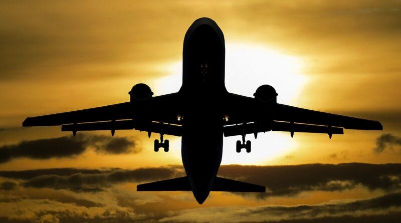 Neden uçaklar gökyüzünde yavaş ilerliyormuş gibi görünür?