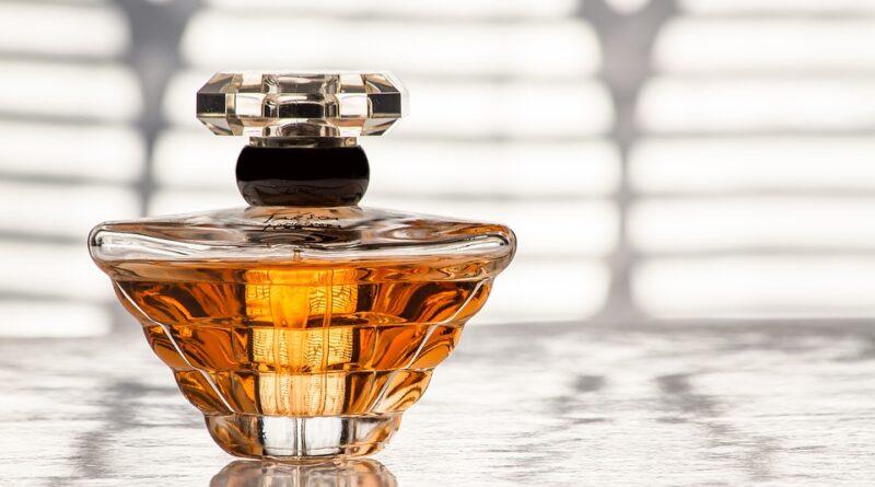 Parfüm / Kolonya ile Seyahat Etmek: Bilmeniz Gereken Her Şey Burada